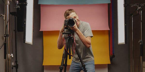 How do professional photographers price their photos?